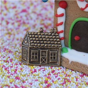 Gingerbread Men Button - Large House